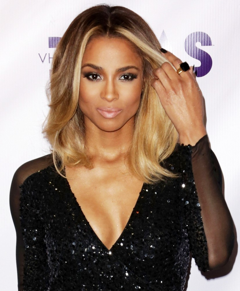 Ciara Short Blonde Hair